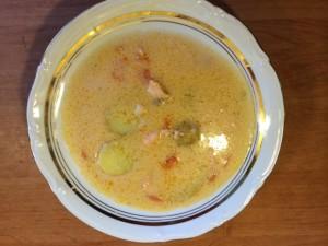 Talerz zupy łososiowej