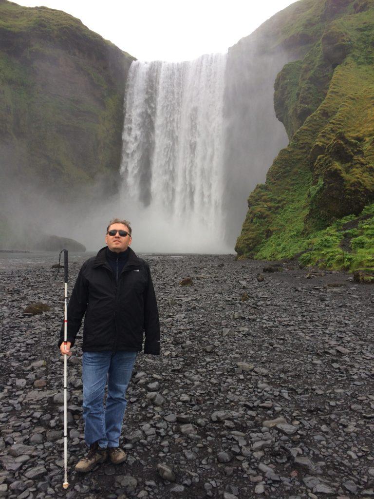 Ja na tle wodospadu Skógafoss.