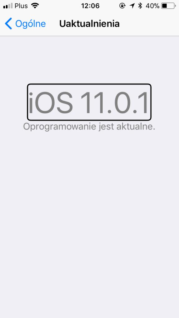 Zrzut ekranu z iPhone - Widok opcji Uaktualnienia z informacją: iOS 11.0.1 – Oprogramowanie jest aktualne